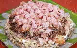 Салат с курицей копченой с рецептом